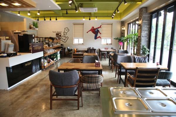 농식품판매장과 휴식까페 : 전남의 다양한 우수농식품을 직접 만나며 향기로운 차 한잔의 여유를 즐길 수 있는 휴식 까페